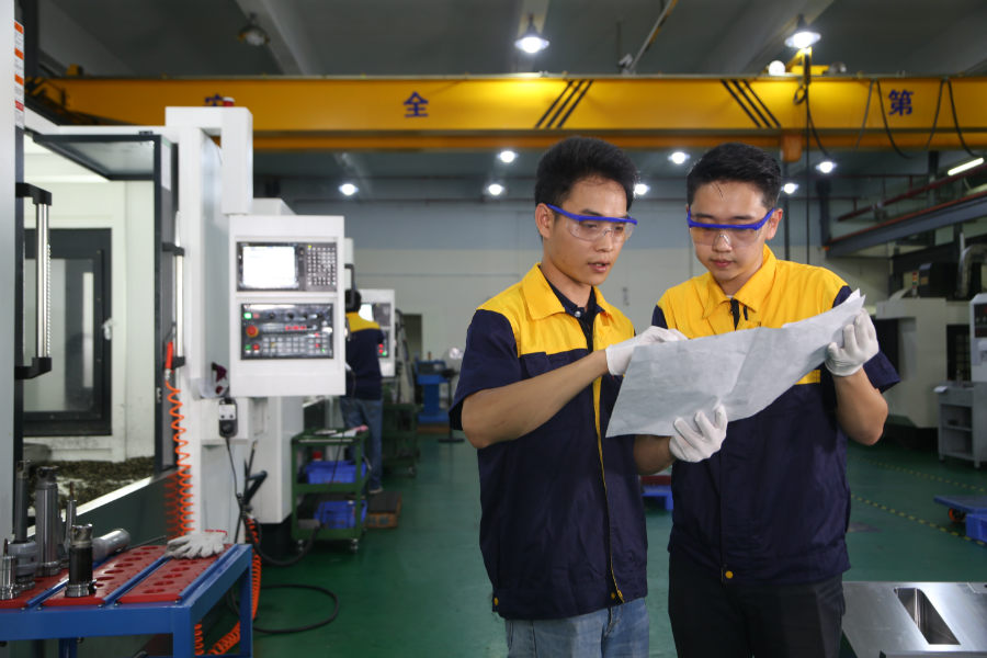 plastic injection molding shop